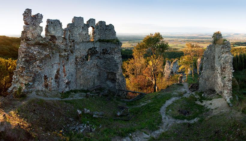 Руины замка Корлатка.